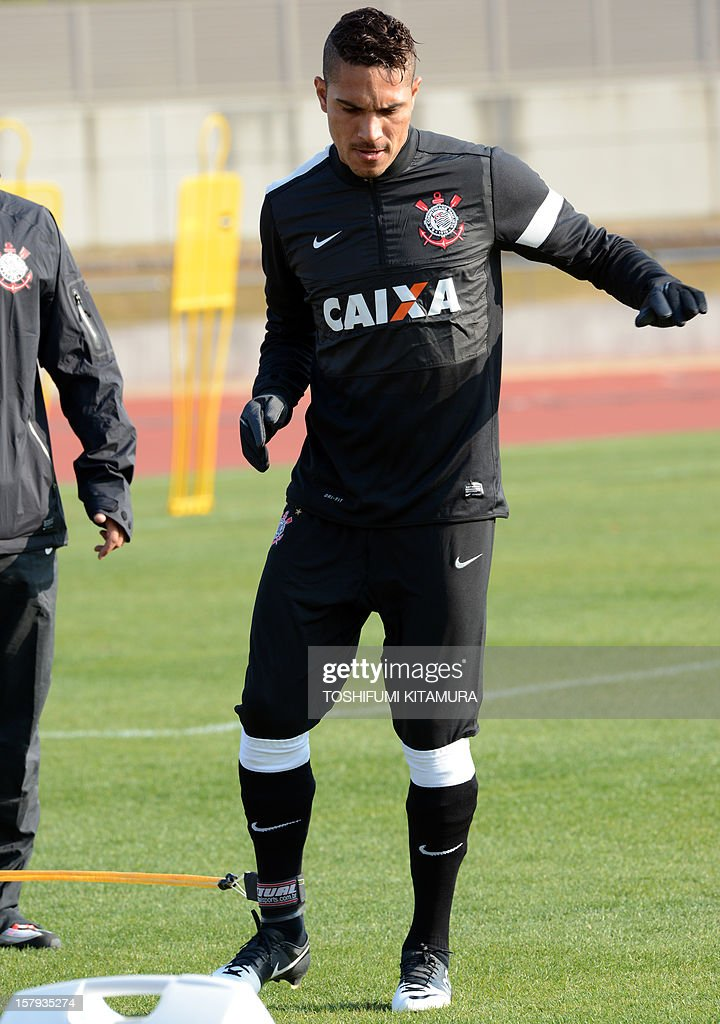 Brazilian club team Corinthians forward Paolo Guerrero works out during the team's training session in Kariya, Aichi prefecture on December 8, 2012 while participating in the FIFA Club World Cup in Japan 2012. The ninth edition of the FIFA Club World Cup football tournament is taking place from December 6 to 16. AFP PHOTO / TOSHIFUMI KITAMURA