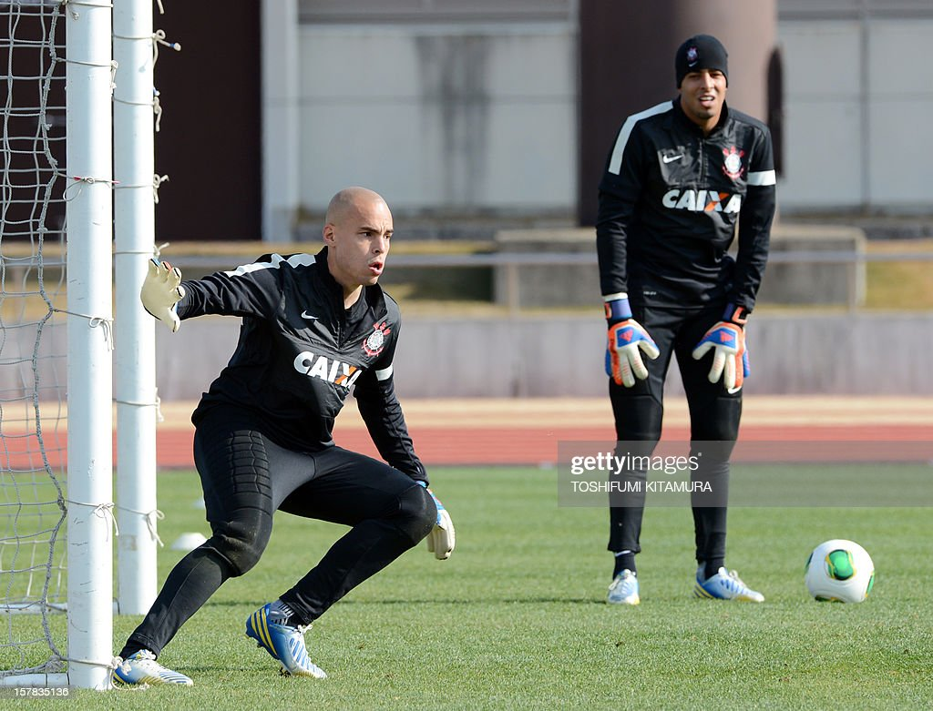 Brazilian club team Corinthians goalkeeper Julio Sesar (L) concentrates during a team training session in Kariya, Aichi prefecture while participating in the FIFA Club World Cup in Japan 2012 on December 7, 2012. The ninth edition of the FIFA Club World Cup football tournament is taking place from December 6 to 16.