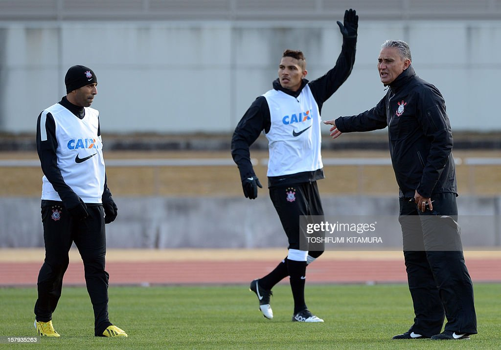 Brazilian club team Corinthians head coach Tite (R) instructs players beside captain and forward Emerson (L) and forward Paolo Guerrero (C) during the team's training session in Kariya, Aichi prefecture on December 8, 2012 while participating in the FIFA Club World Cup in Japan 2012. The ninth edition of the FIFA Club World Cup football tournament is taking place from December 6 to 16.