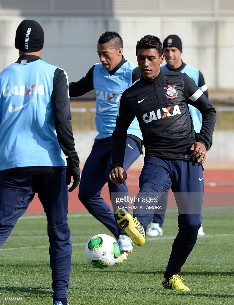 Brazilian club team Corinthians midfielder Paulinho (R) kicks the ball during their training session in Kariya, Aichi prefecture while participating in the FIFA Club World Cup in Japan 2012 on December 7, 2012. The ninth edition of the FIFA Club World Cup football tournament is taking place from December 6 to 16. AFP PHOTO / TOSHIFUMI KITAMURA