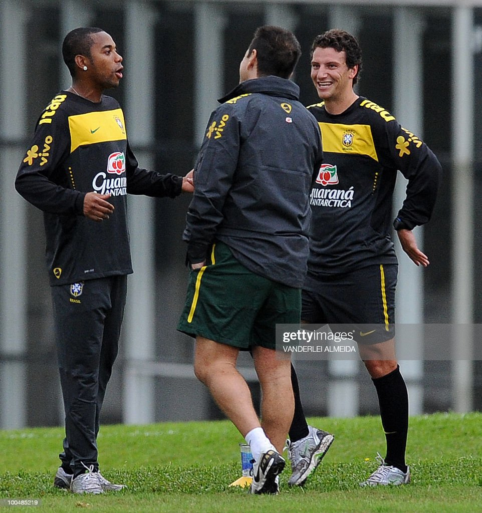 Brazilian coach Dunga (C) jokes with his players Robinho (L) and Elano a training session in Curitiba, southern Brazil on May 24, 2010. Brazil, five-time world champion, is among the favourites for the South Africa 2010 World Cup which starts on June 11th. The 'Selecao' have been drawn in Group G with North Korea, Ivory Coast and Portugal.