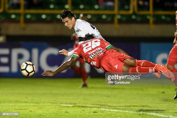 Brazilian Corinthians defender paraguayan Fabian Balbuena jumps for a header over Colombian Patriotas defender Oscar Cabezas to score a goal during...