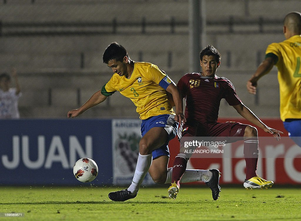 Brazilian defender Luan (L) vies for the ball with Venezuelan midfielder Renzo Zambrano during their South American U-20 Championship Group B qualifier football match, at the Bicentenario stadium in San Juan, Argentina, on January 16, 2013. Four South American teams will qualify for the FIFA U-20 World Cup Turkey 2013.