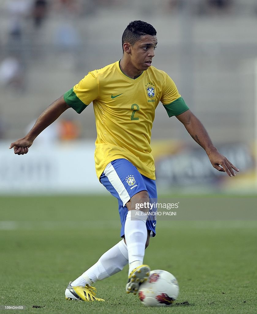 Brazilian defender Wallace controls the ball during their South American U-20 Championship Group B football match against Uruguay, at Bicentenario stadium in San Juan, Argentina, on January 12, 2013. Four South American teams will qualify for the FIFA U-20 World Cup Turkey 2013. Uruguay won 3-2.