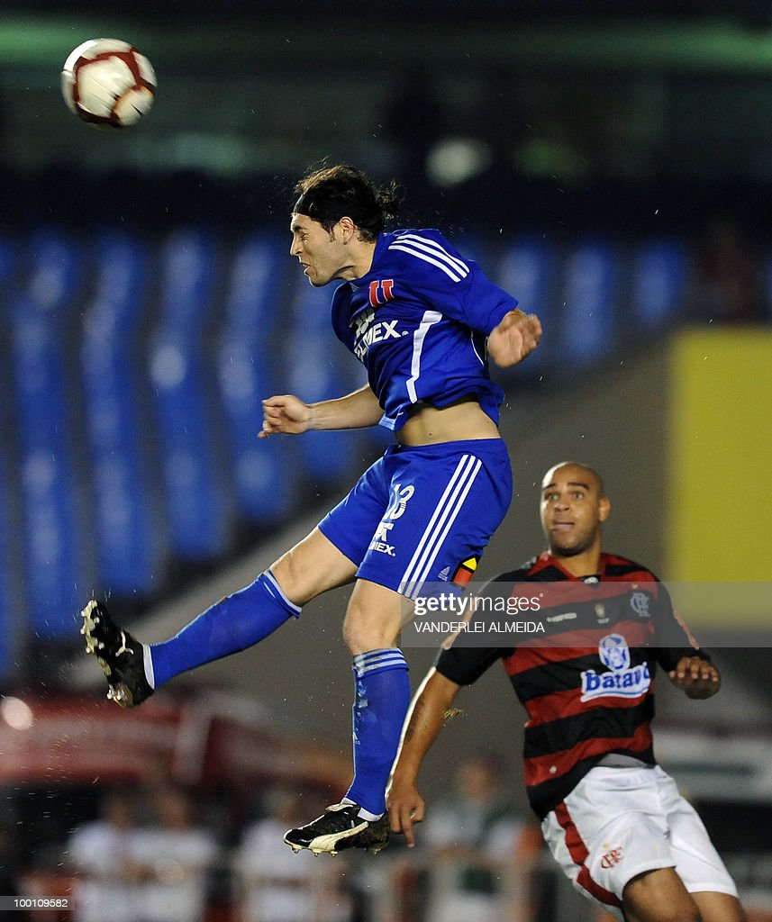 Brazilian Flamengo's Adriano (R) vies for the ball with Universidad de Chile's Jose Rojas during their Libertadores Cup quarterfinals football match at Maracana stadium in Rio de Janeiro, Brazil on May 12, 2010.