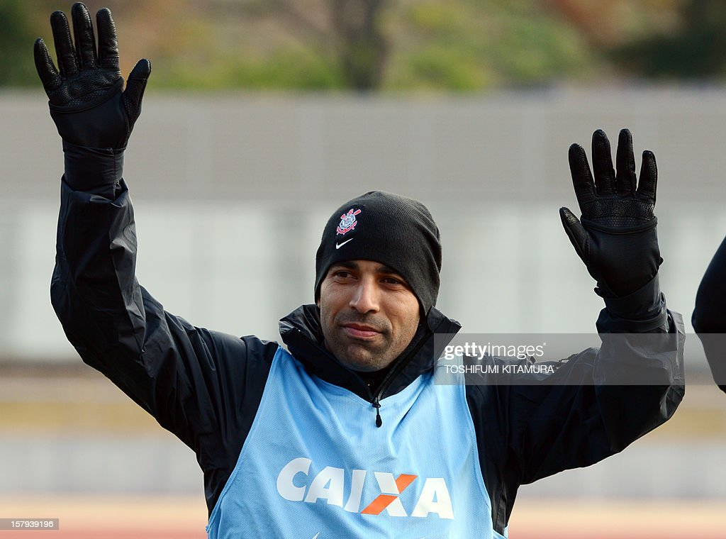 Brazilian football club team Corinthians forward Emerson waves to supporters prior to the start of their training session in Kariya, Aichi prefecture on December 8, 2012 while participating in the FIFA Club World Cup in Japan 2012. The ninth edition of the FIFA Club World Cup football tournament is taking place from December 6 to 16.