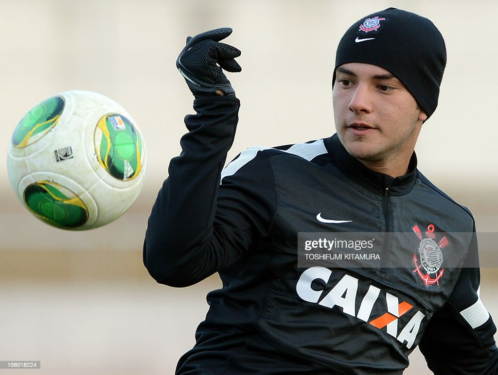 Brazilian football club team Corinthians forward Giovanni watches the ball during their training session for the 2012 Club World Cup in Japan tournament at Kariya, Aichi prefecture on December 9, 2012. Corinthians will play in the semi-final match on December 12 at Toyota stadium.