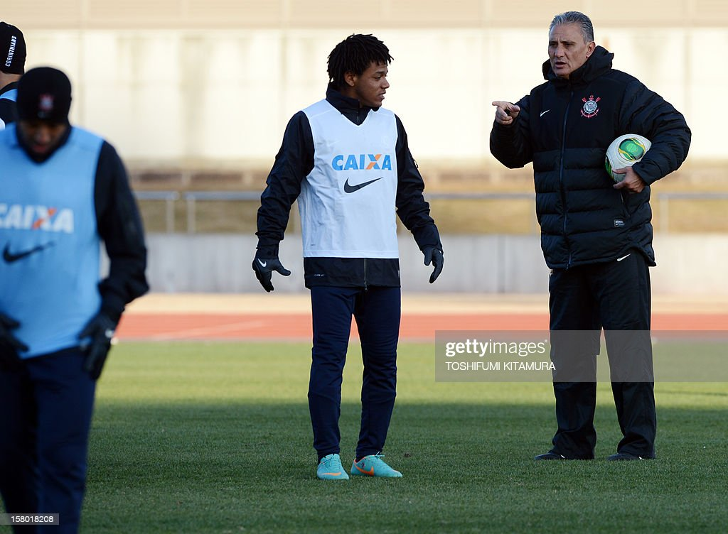 Brazilian football club team Corinthians head coach Tite (R) speaks to his players during their training session for the 2012 Club World Cup in Japan tournament at Kariya, Aichi prefecture on December 9, 2012. Corinthians will play in the semi-final match on December 12 at Toyota stadium.