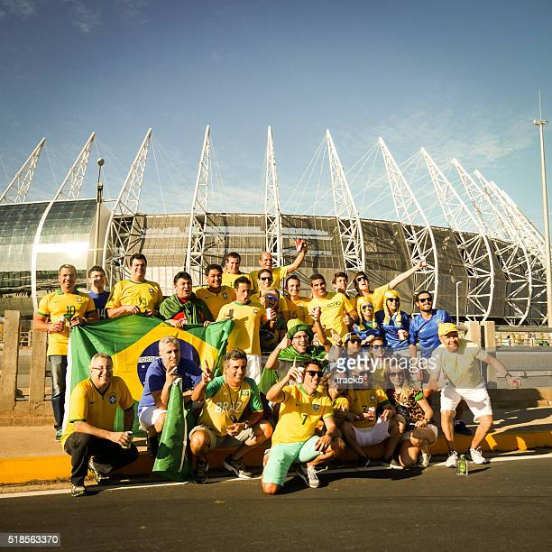 Brasilianischer Fußball-fans vor dem Castelão Stadion, Fortaleza, Brasilien