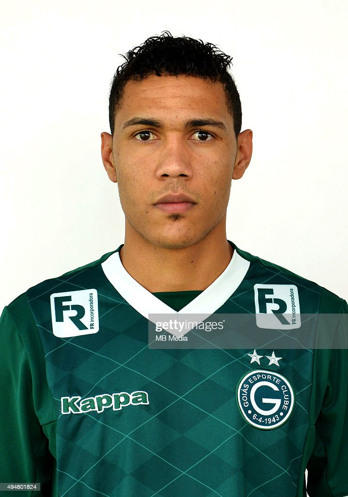 http://media.gettyimages.com/photos/brazilian-football-league-serie-a-joemison-santos-barbosa-baiano-picture-id494801824