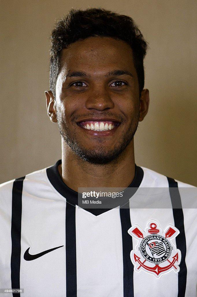 http://media.gettyimages.com/photos/brazilian-football-league-serie-a-yago-fernando-da-silva-yago-picture-id494801798