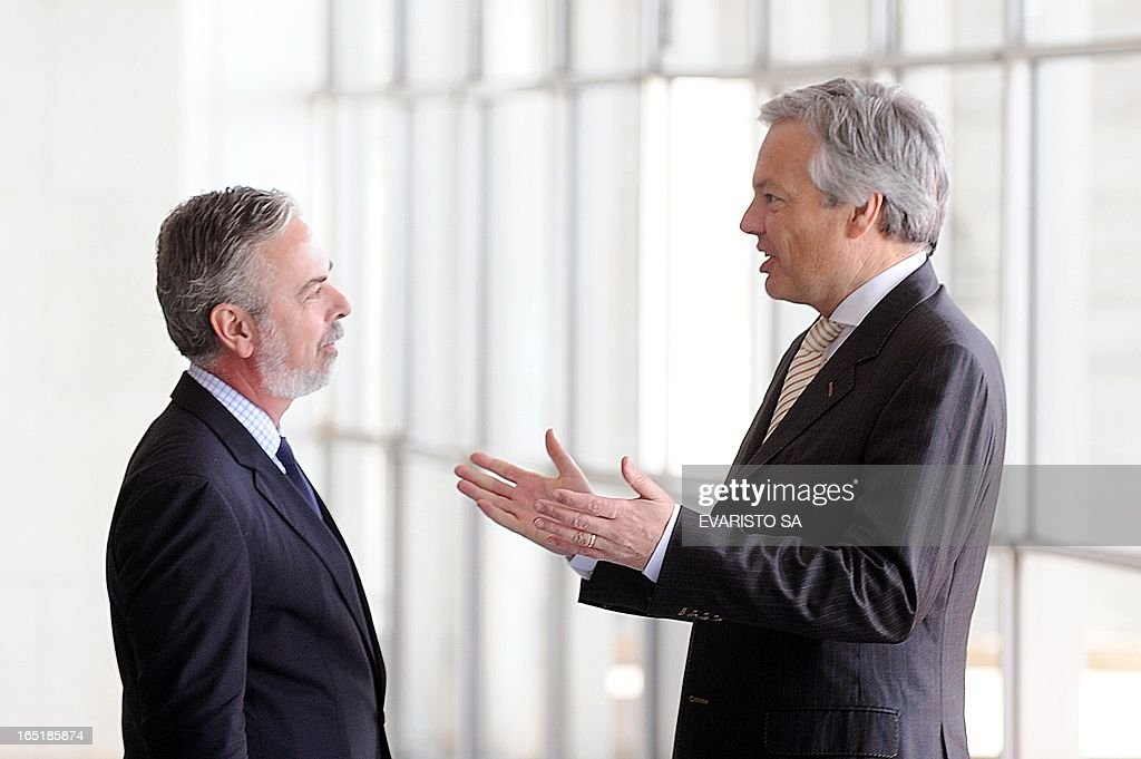 Brazilian Foreign Minister Antonio Patriota (L) and Belgium's Minister of Foreign Affairs, Foreign Trade and European Affairs, Didier Reynders, talk during a meeting at Itamaraty Palace in Brasilia, on April 1, 2013. Reynders is on a four-day visit to Brazil to disccuss the bilateral agenda. AFP PHOTO / Evaristo SA