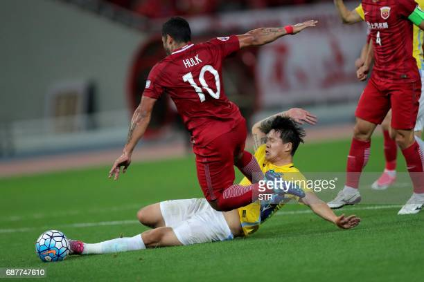 Brazilian forward Hulk of China's Shanghai SIPG fights for the ball with Li Ang of China's Jiangsu FC during their AFC Champions League round of 16...