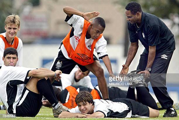 Brazilian forward Robinho de Souza from the Santos jokes with his teammate Diego da Cunha during a training session June 30 2003 in Santos 80km...