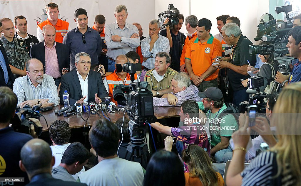 Brazilian Health Minister, Alexandre Padilha (2-L), speaks during a press conference about a fire that broke out at a nightclub in Santa Maria, 550 Km from Porto Alegre, southern Brazil on January 27, 2013. At least 232 people died and 131 were injured early Sunday when a fire tore through a nightclub packed with university students in the southern Brazilian city of Santa Maria, police said. AFP PHOTO / Jefferson BERNARDES