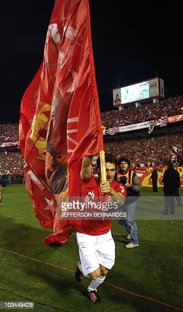 Brazilian Internacional's footballer Rafael Sobis holds a flag after the Libertadores Cup final football match against Mexican Chivas at Beira Rio...