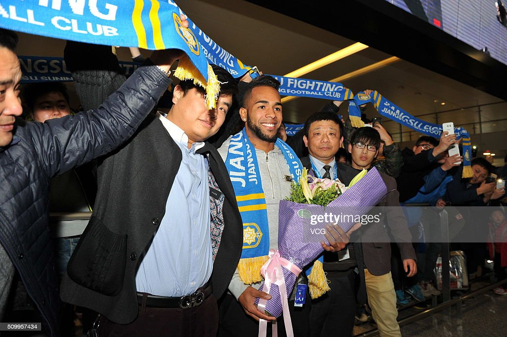 Brazilian midfielder Alex Teixeira arrives at Nanjing Lukou International Airport on February 13, 2016 in Nanjing, China. Alex Teixeira has signed a four-year contract with Chinese Super League club Jiangsu Suning.