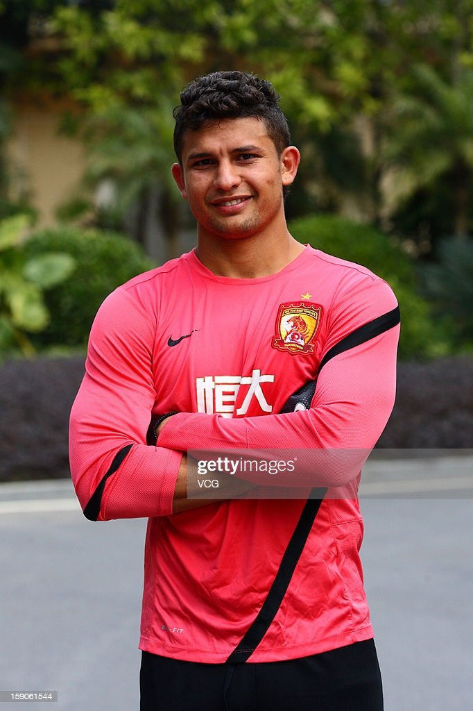 Brazilian midfielder <a gi-track='captionPersonalityLinkClicked' href=/galleries/search?phrase=Elkeson+-+Soccer+Player&family=editorial&specificpeople=6343595 ng-click='$event.stopPropagation()'>Elkeson</a> of Guangzhou Evergrande attends a training session at Qingyuan football base on January 7, 2013 in Qingyuan, China.