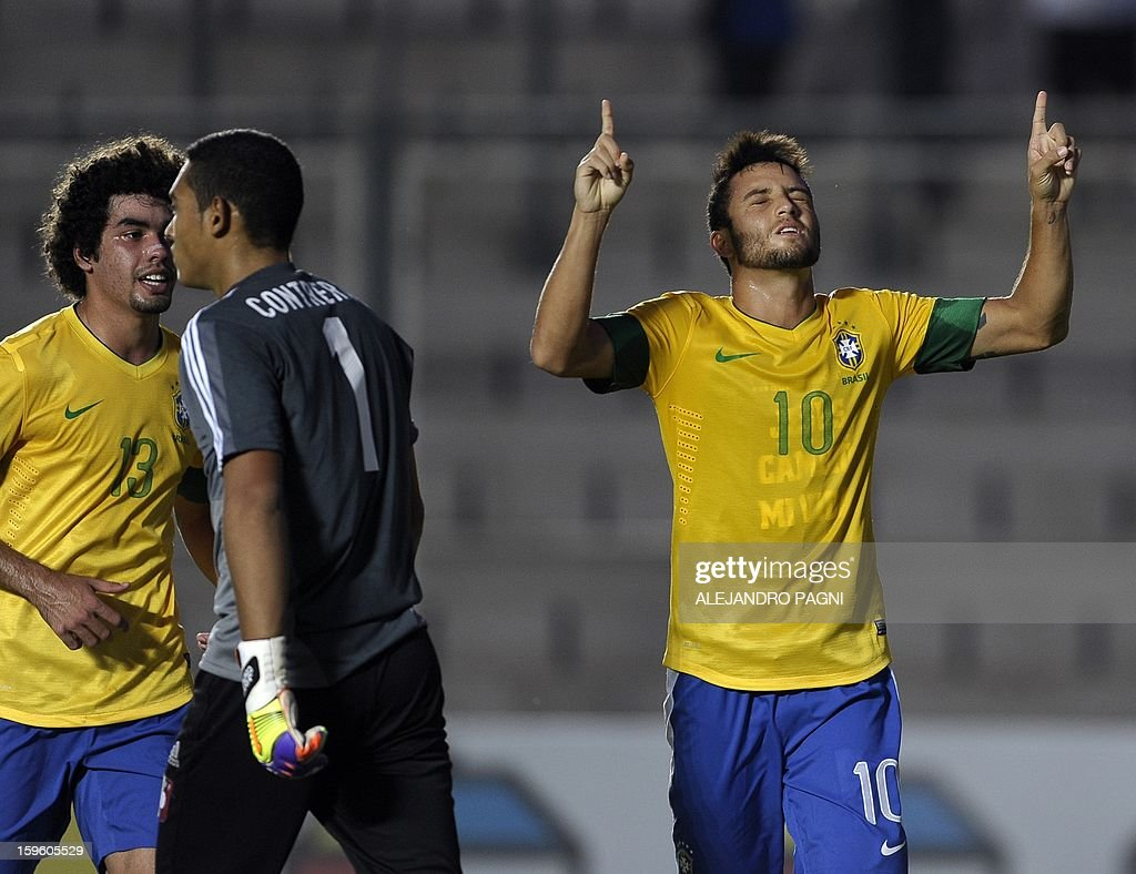 Brazilian midfielder Felipe Anderson (R) celebrates after scoring a goal against Venezuela during their South American U-20 Championship Group B football match, at Bicentenario stadium in San Juan, Argentina, on January 16, 2013. Four South American teams will qualify for the FIFA U-20 World Cup Turkey 2013. Brazil won by 1-0.