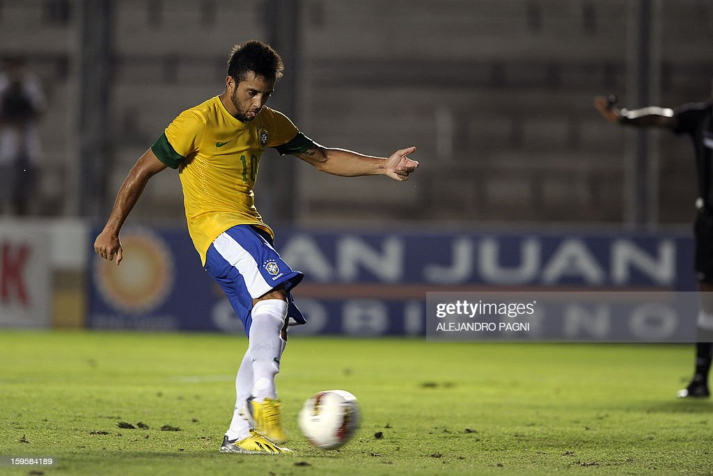 Brazilian midfielder Felipe Anderson shoots to score a penalty kick against Venezuela during their South American U-20 Championship Group B qualifier football match, at the Bicentenario stadium in San Juan, Argentina, on January 16, 2013. Four South American teams will qualify for the FIFA U-20 World Cup Turkey 2013.