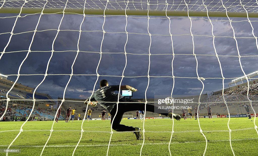 Brazilian midfielder Felipe Anderson (C-background) shoots to score a penalty kick against Venezuela during their South American U-20 Championship Group B qualifier football match, at the Bicentenario stadium in San Juan, Argentina, on January 16, 2013. Four South American teams will qualify for the FIFA U-20 World Cup Turkey 2013.