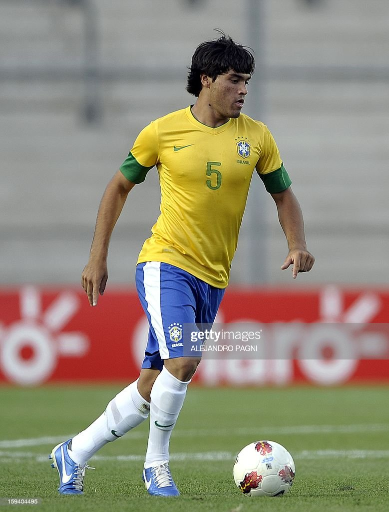 Brazilian midfielder Misael Bueno controls the ball during their South American U-20 Championship Group B football match against Uruguay, at Bicentenario stadium in San Juan, Argentina, on January 12, 2013. Four South American teams will qualify for the FIFA U-20 World Cup Turkey 2013. Uruguay won 3-2. AFP PHOTO / ALEJANDRO PAGNI