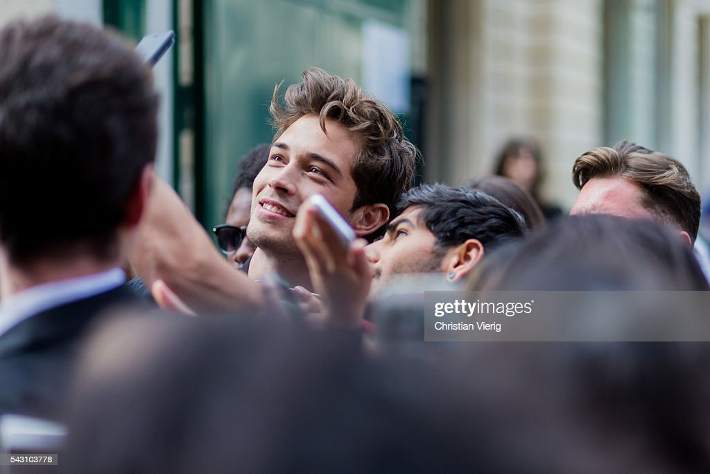 Brazilian model Francisco Lachowski 'Chico' taking selfies and photos with fans outside Balmain during the Paris Fashion Week Menswear Spring/Summer 2017 on June 25, 2016 in Paris, France.