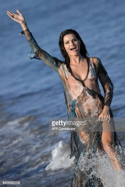 Brazilian model Isabeli Fontana poses during a photocall as part of the 74th Venice Film Festival on August 29 2017 at Venice Lido / AFP PHOTO /...