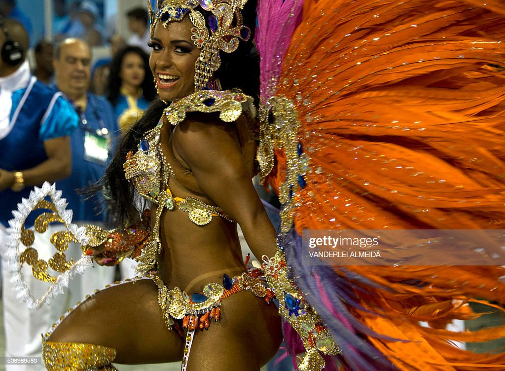 Brazilian model Raisa de Oliveira, reveler of Beija-Flor samba school performs during the first night of the carnival parade at Sambadrome in Rio de Janeiro, Brazil on February 8, 2016. AFP PHOTO/ VANDERLEI ALMEIDA / AFP / VANDERLEI ALMEIDA