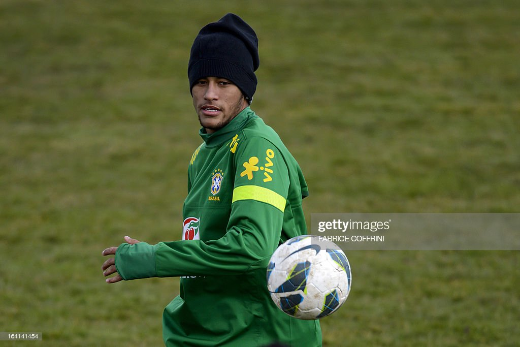 Brazilian national football team forward Neymar controls the ball during a training session on March 20, 2013 in Nyon, on the eve of a friendly football match against Italy in Geneva.