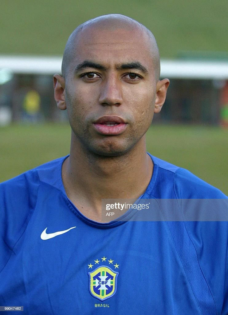 Brazilian national soccer player Anderson Luis da Silva, '<a gi-track='captionPersonalityLinkClicked' href=/galleries/search?phrase=Luisao&family=editorial&specificpeople=490899 ng-click='$event.stopPropagation()'>Luisao</a>', in Teresopolis, 01 june 2004. AFP PHOTO / Celio Teixeira