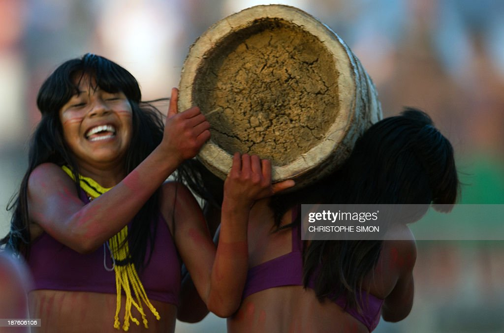Brazilian natives from the Kraho ethnic group take part in the 'Corrida de Tora' (race with a trunk), during the first day of the International Games of Indigenous Peoples, in Cuiaba, state of Mato Grosso, on November 10, 2013. 1500 natives from 49 Brazilian ethnic groups and from another 17 countries are gathering in Cuiaba until November 16 to compete in some 30 athletic disciplines, many of their own. AFP PHOTO / Christophe Simon