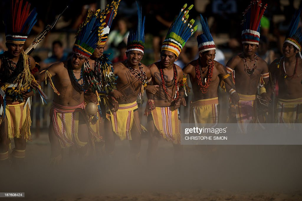 Brazilian natives of the Pareci tribe dance before playing head football with a hand-made ball, during the first day of the International Games of Indigenous Peoples, in Cuiaba, state of Mato Grosso, on November 10, 2013. 1500 natives from 49 Brazilian ethnic groups and from another 17 countries are gathering in Cuiaba until November 16 to compete in some 30 athletic disciplines, many of their own. AFP PHOTO / Christophe Simon
