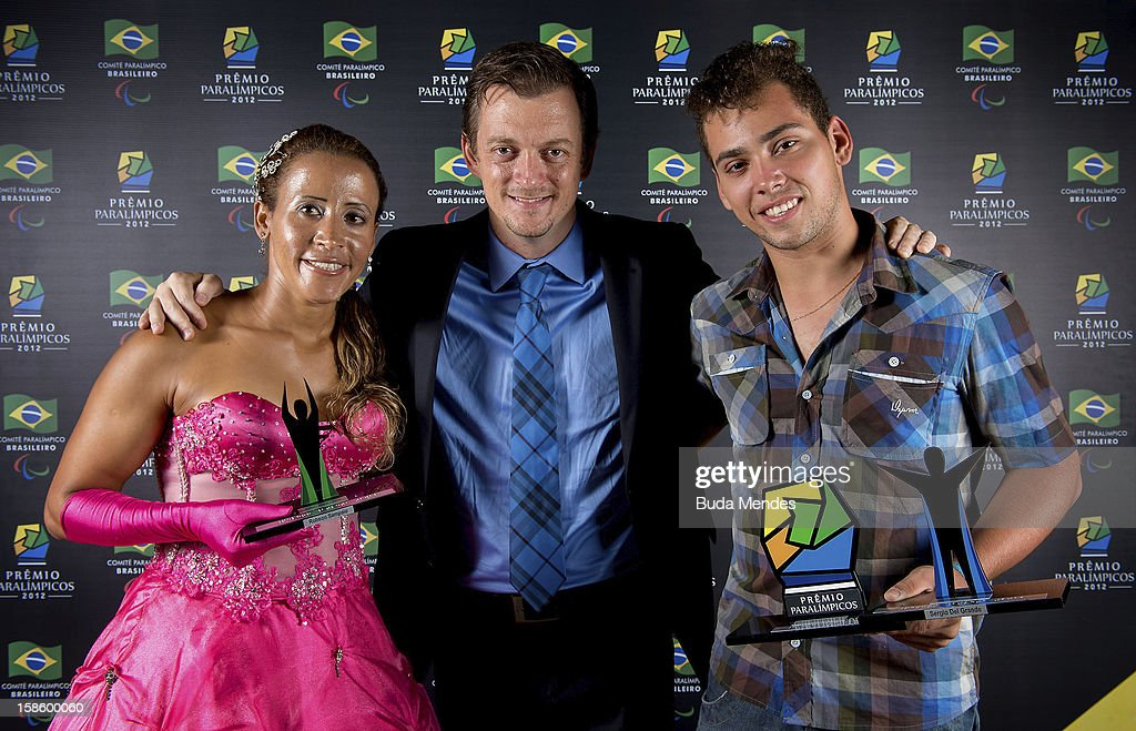 Brazilian paralympics Terezinha Guilhermina (L), Alan Fonteles (R) and President of the Brazilian Paralympic Committee Andrew Parsons (C) pose for a photo during the ceremony of Brazil Paralympics Awards 2012 at the Marina da Gloria on December 19, 2012 in Rio de Janeiro, Brazil.