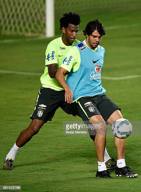 Brazilian players Gil and Kaka take part in a training session at the Pituaçu stadium on the eve of the 2018 FIFA World Cup Russia Qualifiers between...