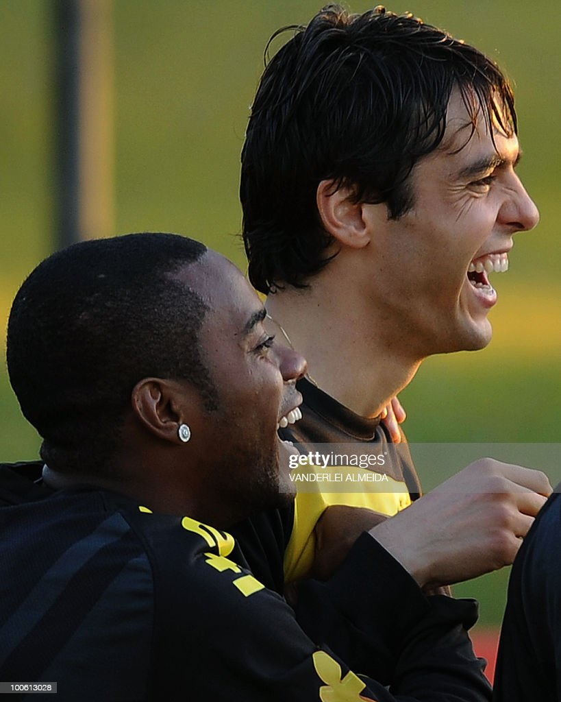Brazilian players Kaka (R) and Robinho laugh during the last day of training in the southern Brazilian city of Curitiba on May 25, 2010. Brazil, five-time world champion, is among the favourites for the South Africa 2010 World Cup which starts on June 11th. AFP PHOTO/Vanderlei ALMEIDA