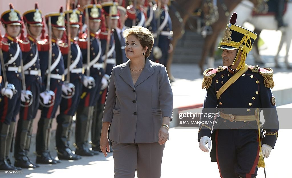 Brazilian President Dilma Rousseff receives military honour upon arrival at the Government Palace in Buenos Aires on April 25, 2013. Rousseff is on a one-day oficial visit to Argentina. AFP PHOTO / Juan Mabromata