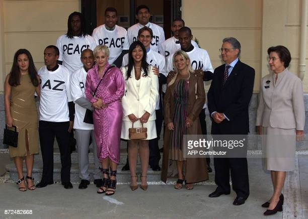 Brazilian President Fernando Henrique Cardoso and his wife Ruth receives 26 October 2001 at the Brazilian embassy in Madrid a group of Brazilian...