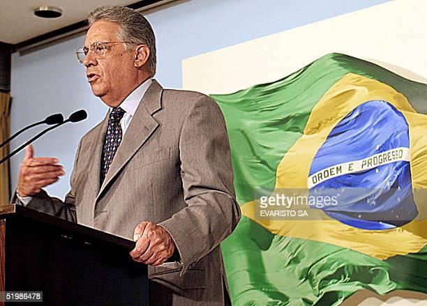Brazilian President Fernando Henrique Cardoso speaks at a press conference 20 December 2001 in Brasilia Brazil EL presidente brasileno Fernando...