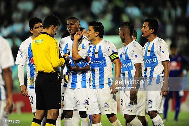 Brazilian referee Sandro Ricci gives a red card to Jefferson J Hurtado Orovio of Deportivo Quito during a match between Tigre from Argentina and...