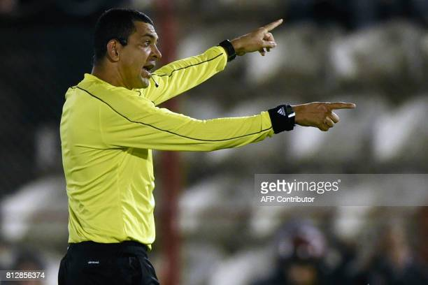 Brazilian referee Wagner Magalhaes gestures during the Copa Sudamericana 2017 second stage first leg football match between Argentina's Huracan and...