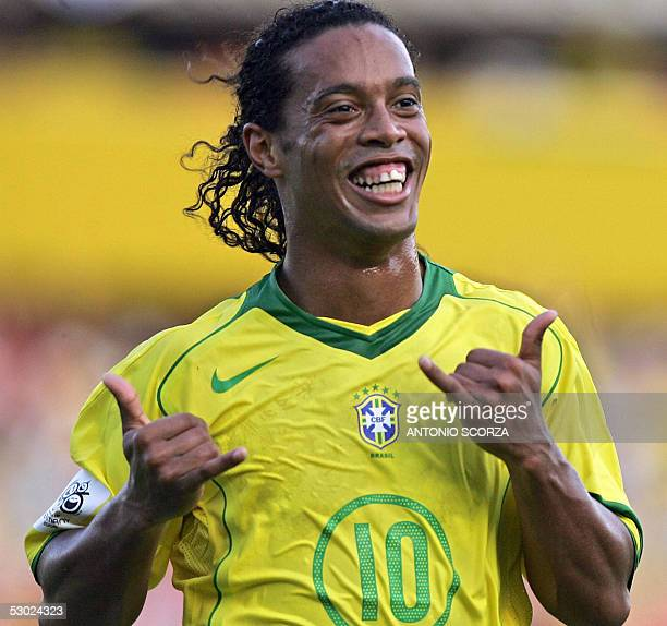 Brazilian Ronaldinho Gaucho celebrates after scoring a second penalty against Paraguay 05 June 2005 during their Germany 2006 FIFA World Cup South...