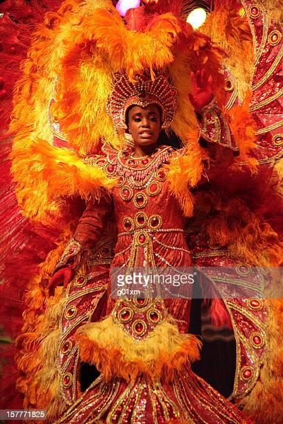 Spectacle de danse de samba brésilienne petite fille en costumes de Carnaval