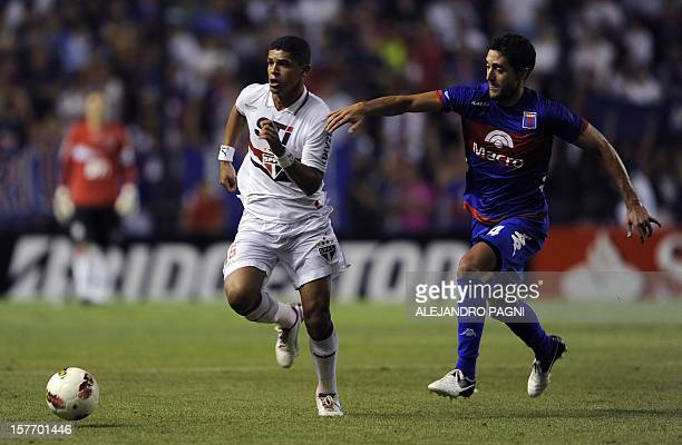 Brazilian Sao Paulo's midfielder Denilson controls the ball past Argentinian Tigre's midfielder Diego Ferreira during their Copa Sudamericana 2012...