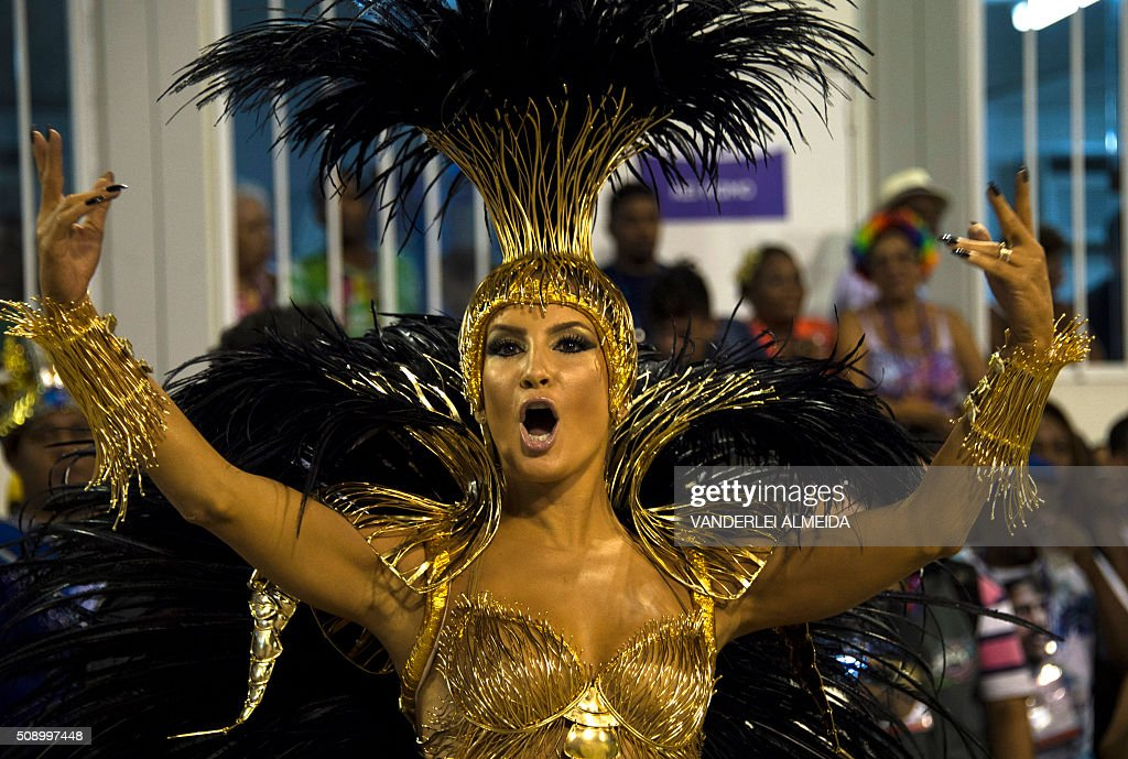 Brazilian singer Claudia Leitte performs in Mocidade de Padre Miguel samba school during the first night of the carnival parade at Sambadrome in Rio de Janeiro, Brazil on February 8, 2016. AFP PHOTO/ VANDERLEI ALMEIDA / AFP / VANDERLEI ALMEIDA