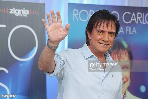 Brazilian singersongwriter Roberto Carlos attends a press conference to promote his album 'Primera Fila' and his Latin America tour at Hyatt Regency...
