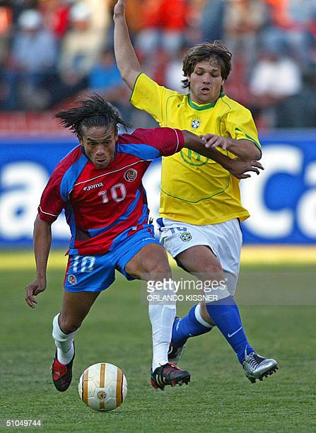 Brazilian soccer player Diego da Cunha fights for the ball with Walter Centeno of Costa Rica during a Copa America match held 11 July 2004 at the...