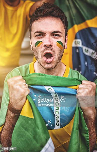 Brasilianische Unterstützer mit Brasilien-Flagge
