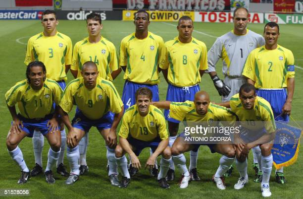 Brazilian team poses 08 June 2002 at the Jeju World Cup Stadium in Seogwipo before the first round Group C action between Brazil and China in the...