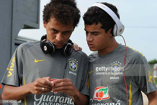 Brazilian U20 national football team players Alan Patrick and Philippe Coutinho listen to music before a training session in Barranquilla Colombia on...
